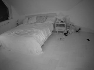 voyeurcam-julmodels-bed-3